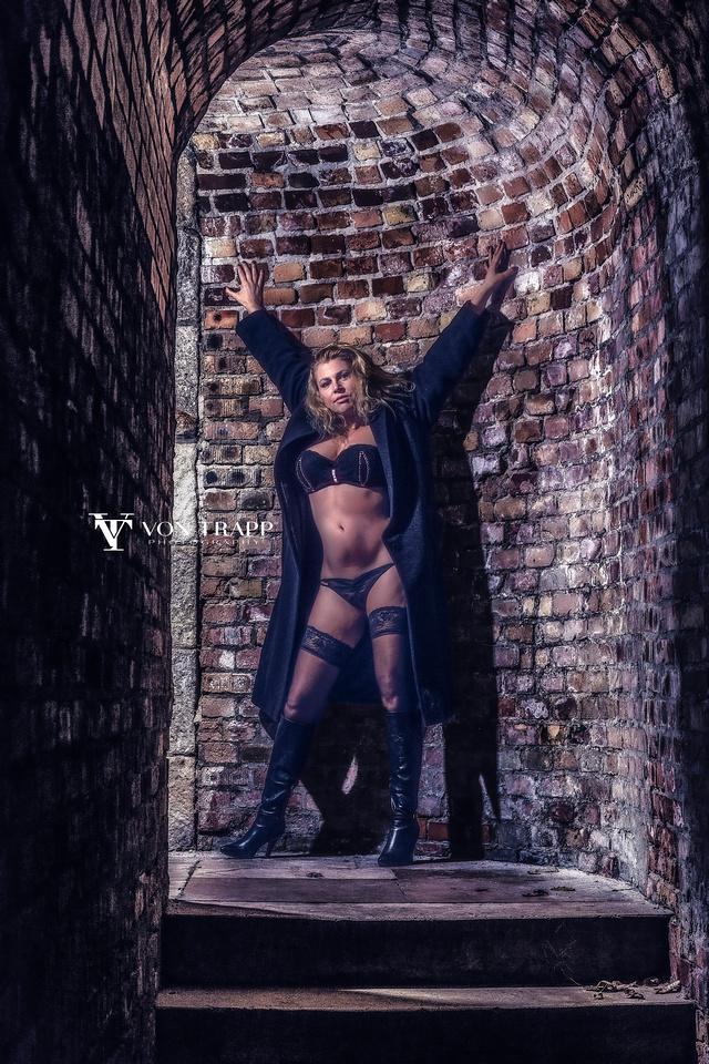 Lingerie glamour photo shoot in Budapest by San Antonio-Austin Glamour Boudoir Photographer.